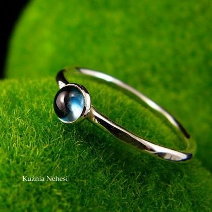 Pierścień Drobinek - Topaz London Blue Srebro